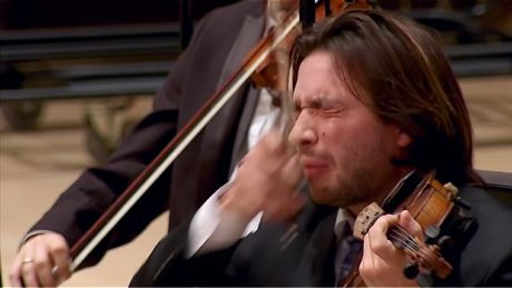violinst of danish orchestra crying out the spice