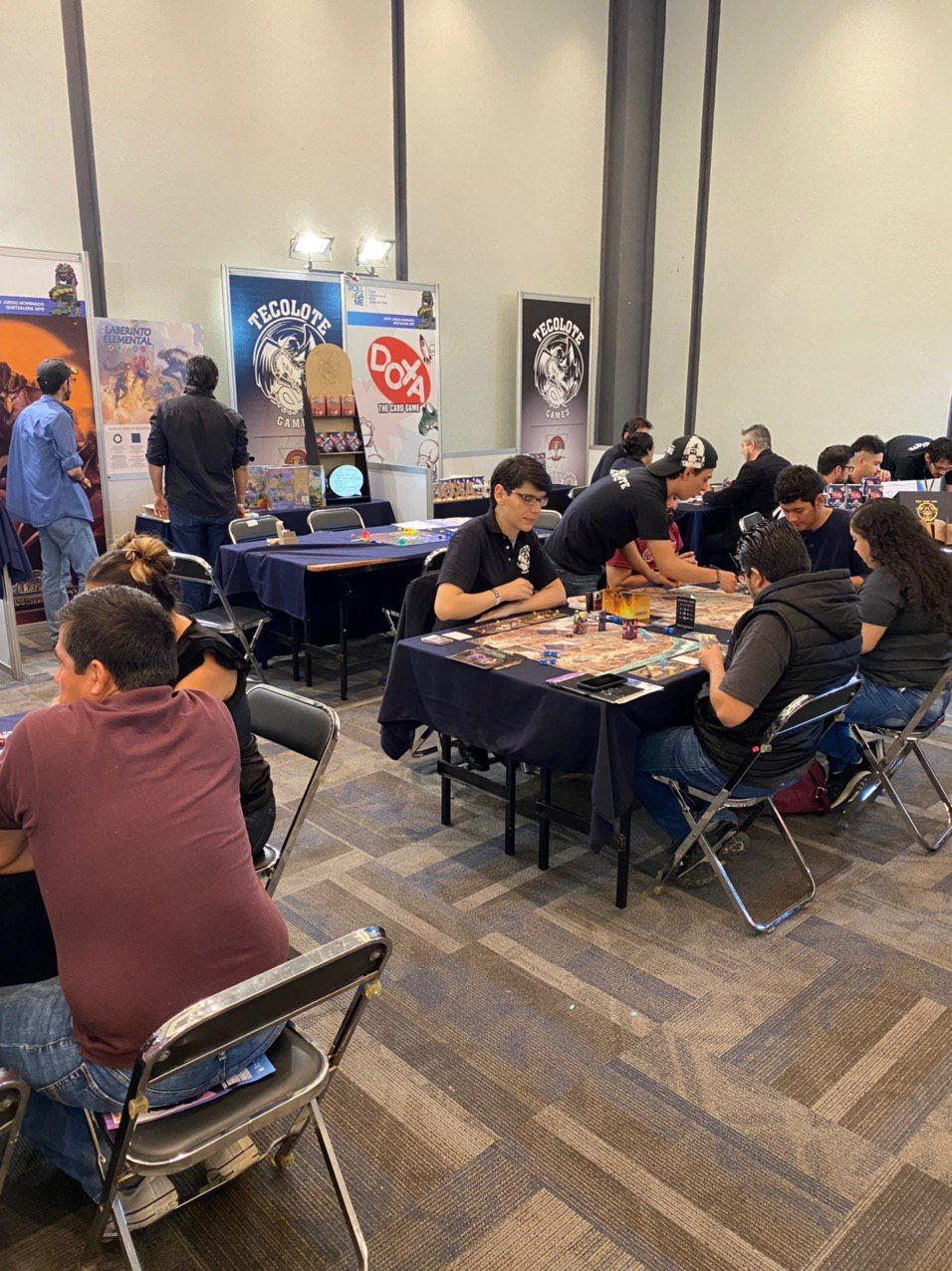 Partidas de juegos de mesa en feria internacional 2019