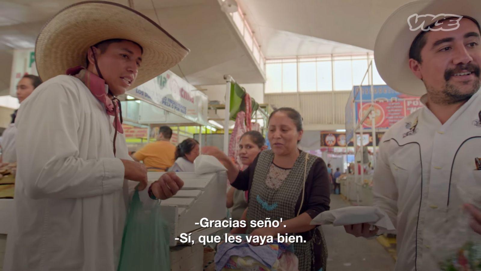 Cambiando sales por un taquito de gusano - Puebla